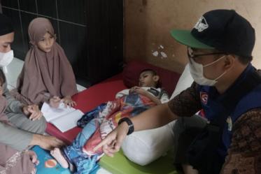 Sedekah Kreatif Bantu Pengobatan Gratis Anak Penyandang Disabilitas di Bekasi