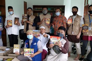 Tebar Al-Qur'an dan Kitab, Bersama Sedekah Kreatif di Masjid Baiturrahman MPR/DPR RI