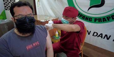 Ustadz Khalid Basalamah Ajak Warga Indonesia Suntik Vaksin Demi Kebaikan Bersama.